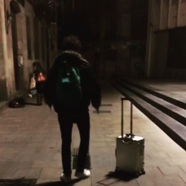 Me and my droid walking the city by night #neverbored @moog_barcelona