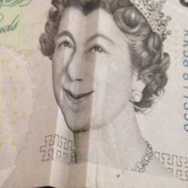 Things u can do with a 5 £ bill #neverbored #doesnttakemuchtoentertainme #brexit