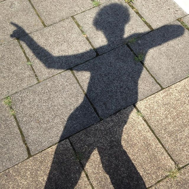 While waiting for the train you can try to create some exciting dance silhouettes #neverbored #doesnttakemuchtoentertainme